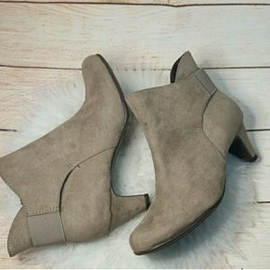 NWOT Aerosoles Play Again suede ankle heeled boots